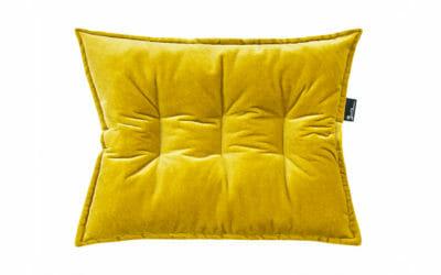 Bretz Kissen D 128R, gesteppt mit Biese in gelben Bezug