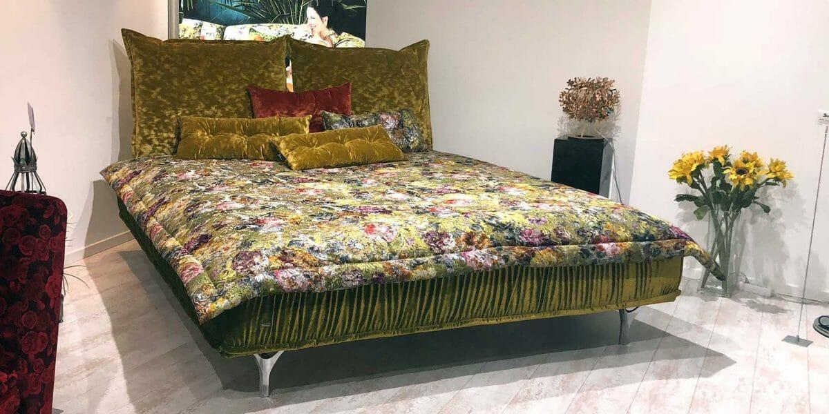 Bretz Bett Ohlinda W118-180 in Midsummer oliv / gobelin Bezug als Ausstellungsstück
