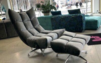 Bretz Sessel Hangout In Silberschimmel Als Ausstellungsstück