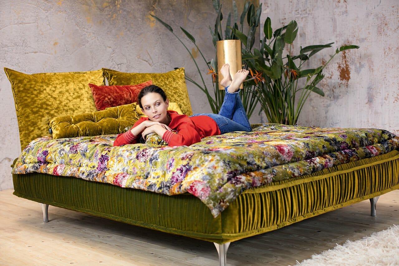 ohlinda bett shooting bretz designerm bel n rnberg. Black Bedroom Furniture Sets. Home Design Ideas